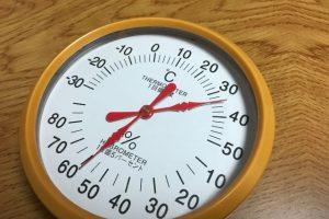 プールの中の気温・水温の基準!中止になる温度は何度?